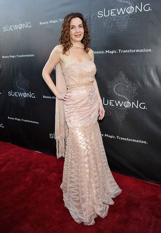 H - pink dress