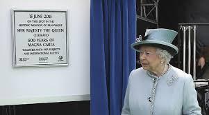 Plaque & queen