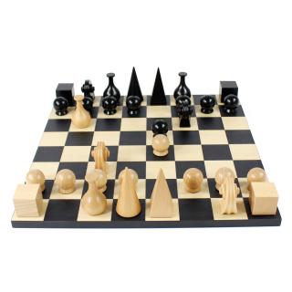 Man-Ray-chess set