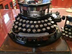 Lazik - typewriter